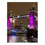 Puente de la torre en rosa de la princesa tarjeta postal