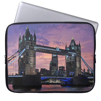 "Puente de la torre, Londres - 13"" manga del Fundas Computadoras"