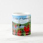 Puente de las flores, caídas de Shelburne, mA Taza Básica Blanca
