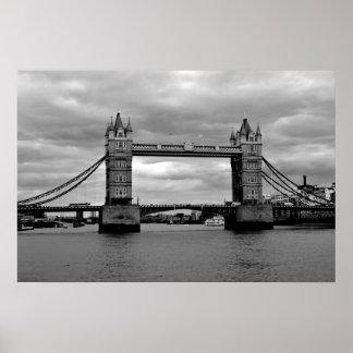 Puente de Londres en blanco y negro Póster