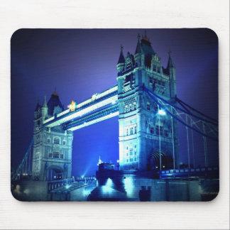 Puente de Londres en la noche Alfombrillas De Ratones