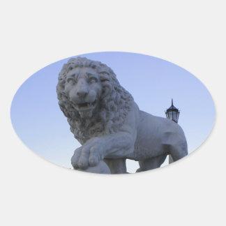 Puente de los leones calcomania ovalada