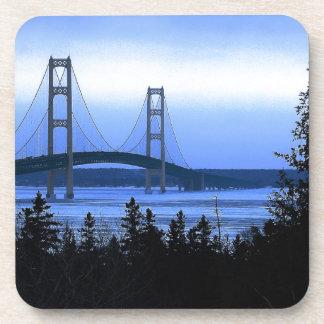 Puente de Mackinac Posavasos