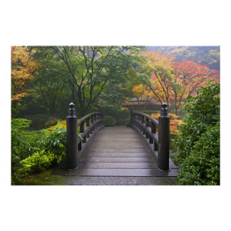 Puente de madera en poster japonés del jardín póster