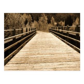 Puente de madera rústico viejo tarjeta postal