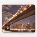 Puente de Manhattan y horizonte de Manhattan en la Alfombrillas De Raton