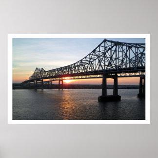 Puente de mayor New Orleans en la puesta del sol Poster