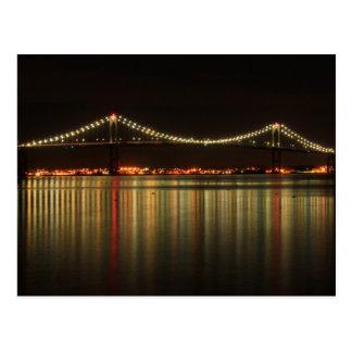 Puente de Newport Pell en la noche Rhode Island Postales