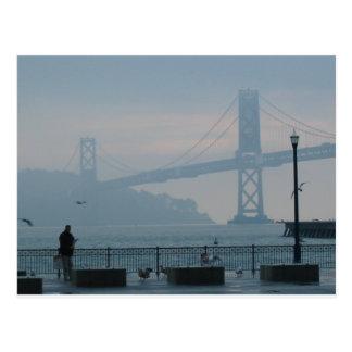 Puente de niebla de la bahía tarjeta postal