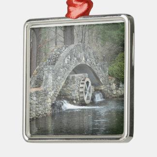 Puente de piedra de Nueva Inglaterra Adorno Navideño Cuadrado De Metal