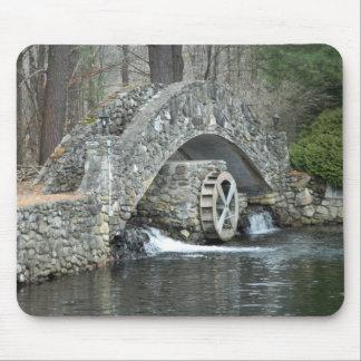 Puente de piedra de Nueva Inglaterra Alfombrillas De Raton