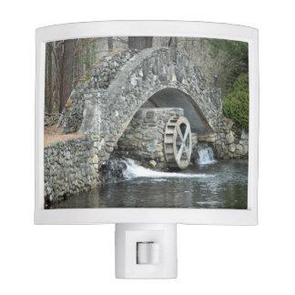 Puente de piedra de Nueva Inglaterra Luz De Noche