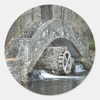 Puente de piedra de Nueva Inglaterra Pegatina Redonda