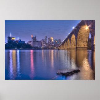 Puente de piedra del arco de Minneapolis en el cre Impresiones