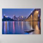 Puente de piedra del arco de Minneapolis en el cre Póster