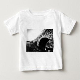 Puente de piedra del arco t-shirt