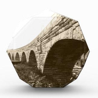 Puente de piedra del arco