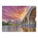 Puente de piedra del arco tarjetas postales