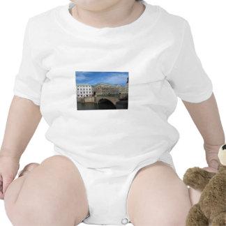 Puente de piedra en Goteberg Sweeden Trajes De Bebé