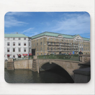 Puente de piedra en Goteberg Sweeden Tapete De Ratones