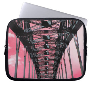 Puente de puerto de Sydney (cielo rosado) Fundas Portátiles