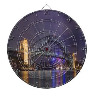 puente de puerto de Sydney de la noche y de la bel Tabla Dardos