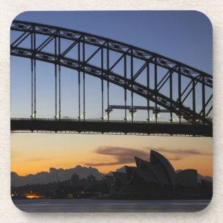 Puente de puerto de Sydney y teatro de la ópera de Posavasos De Bebida