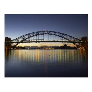 Puente de puerto de Sydney y teatro de la ópera de Postal