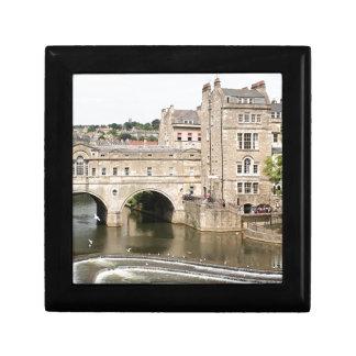 Puente de Pulteney, río de Avon, baño, Inglaterra Joyero Cuadrado Pequeño