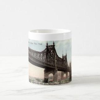 Puente de Queensboro, vintage 1915 de New York Cit Tazas