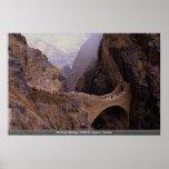 Puente de Shahara, abismo de 9000 pies, Yemen Poster