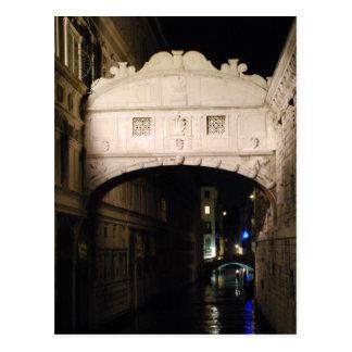 Puente de suspiros en la noche tarjetas postales