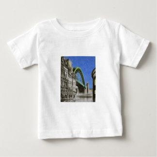 Puente de Tyne, camiseta del niño de Inglaterra
