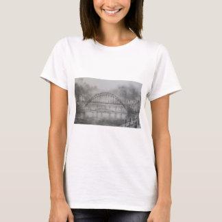 Puente de Tyne en camiseta blanca cabida carbón de