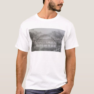 Puente de Tyne en camiseta del carbón de leña