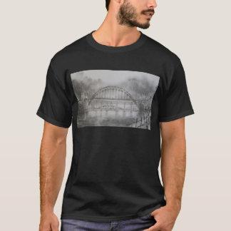 Puente de Tyne en camiseta del negro del carbón de