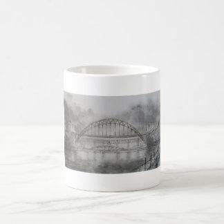 Puente de Tyne en taza del carbón de leña