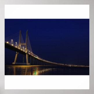 Puente de Vasco da Gama sobre el río el Tajo en Li Póster