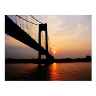 Puente de Verrazano en el amanecer Tarjetas Postales