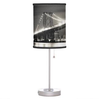 Puente de Williamsburg en New York City en la noch