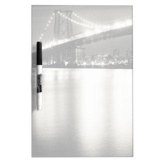 Puente de Williamsburg en New York City en la noch Pizarras