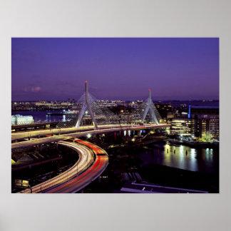 Puente de Zakim Boston en la noche Impresiones