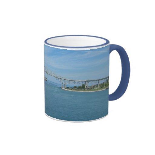 Puente del agua azul, puerto Huron, MI Sarnia, enc Tazas