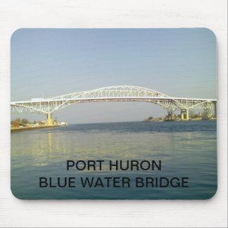 Puente del agua azul alfombrillas de ratón