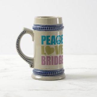 Puente del amor de la paz jarra de cerveza