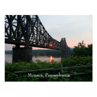 Puente del ferrocarril en la puesta del sol tarjetas postales