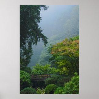 Puente del jardín en la niebla impresiones