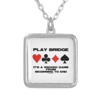 Puente del juego es un juego travieso del extremo collar plateado