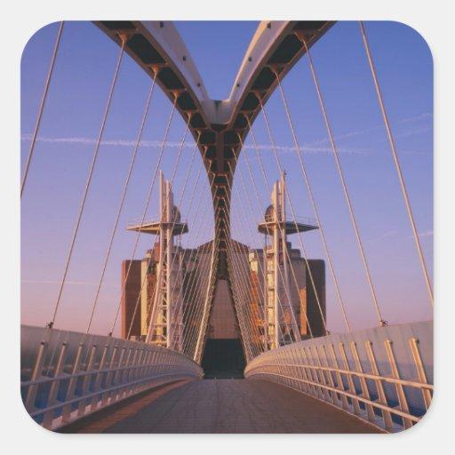 Puente del milenio, centro de Lowry, Salford Calcomania Cuadradas Personalizada
