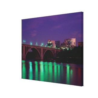 Puente dominante que cruza el río Potomac Impresiones De Lienzo
